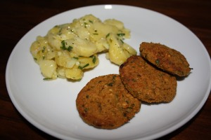 Grünkernfrikadellen mit Kartoffelsalat